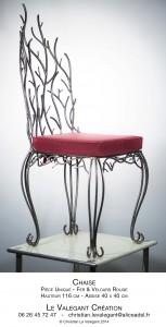 chaise métal et coussin  en tissu rouge