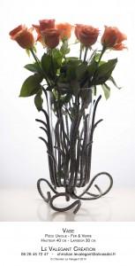 vase haut avec roses