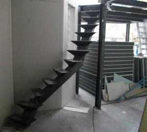 le même escalier en cours sous un autre angle