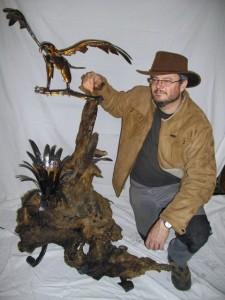 aigle en fer forgé sur souche en bois flotté