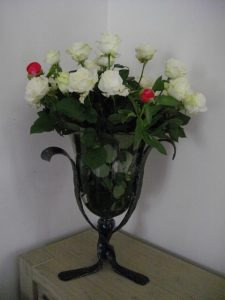 VASE CLOCHE ROSES BLANCHES